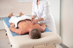 Массажная терапия как часть комплексного здравоохранения.